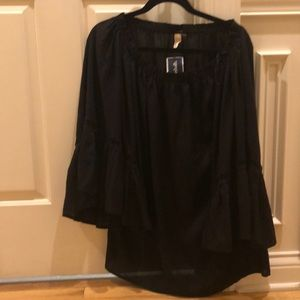 Elan One size pullover shirt. NWT. Light material